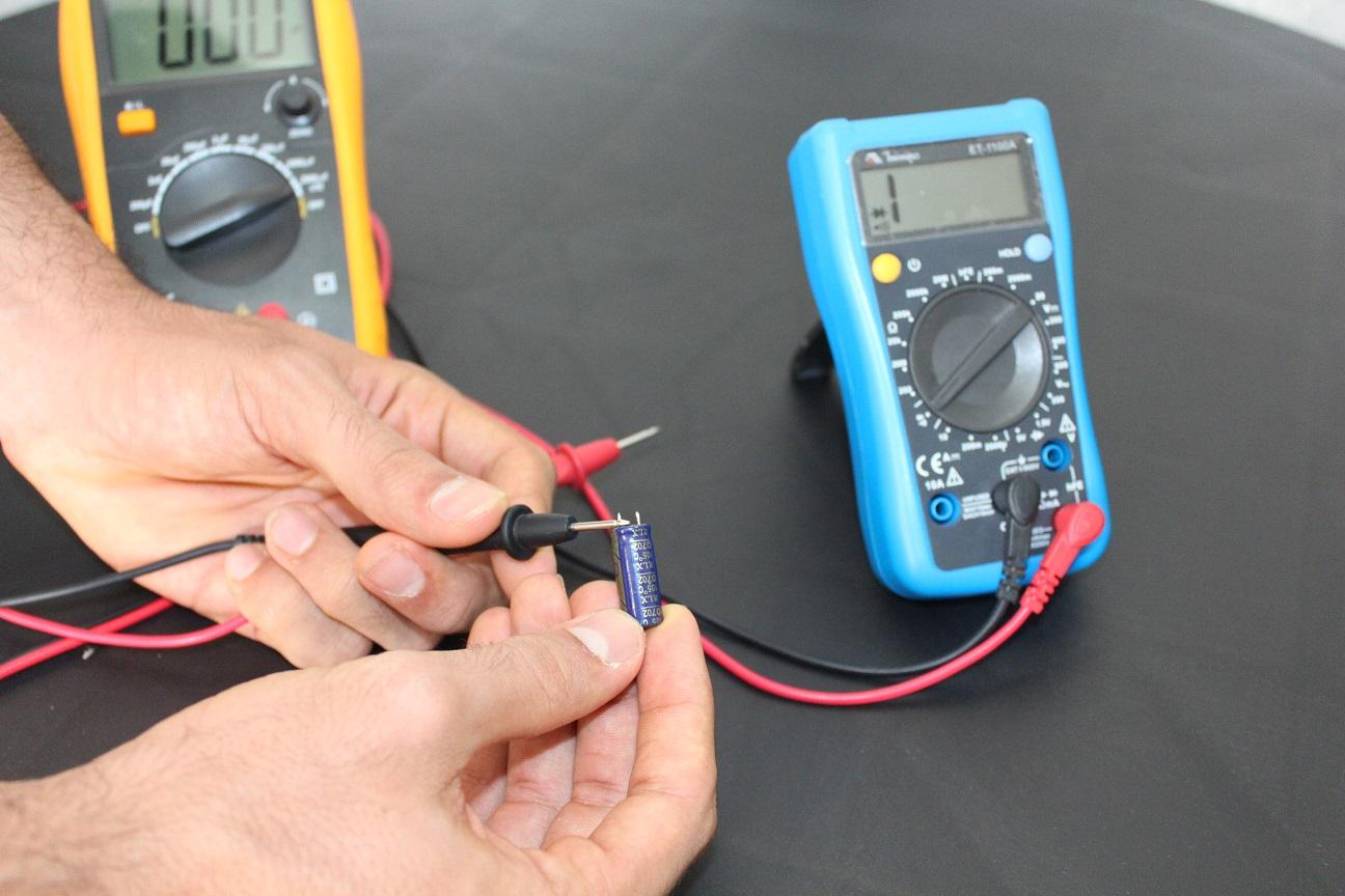 Como testar capacitor (capacidade de carregamento)